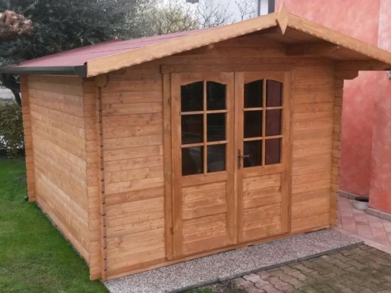 casetta-in-legno-ad-incastro-250×250-porta-doppia-