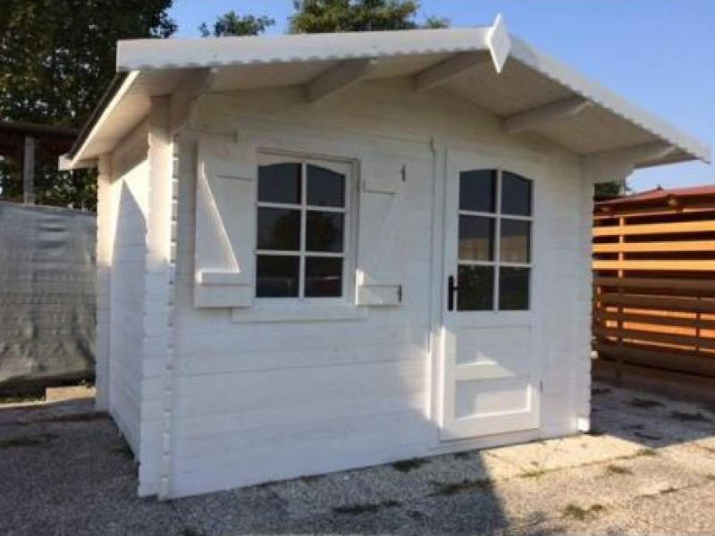 casetta-in-legno-ad-incastro-300×300-porta-singola-e-finestra