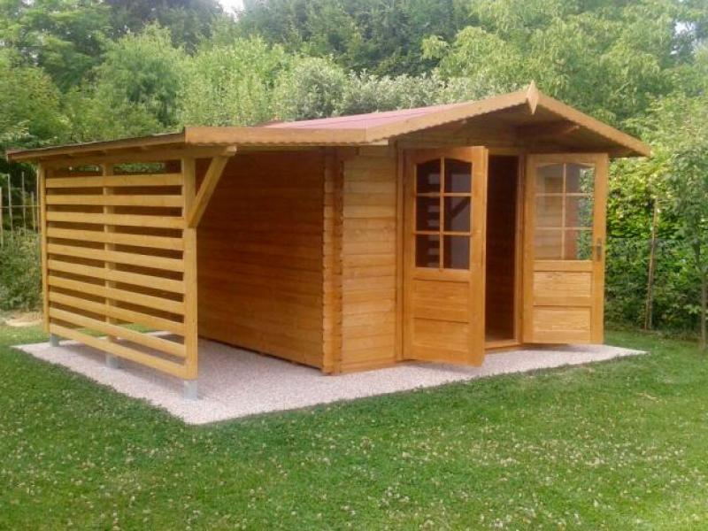 casetta-in-legno-con-tettoia-laterale-
